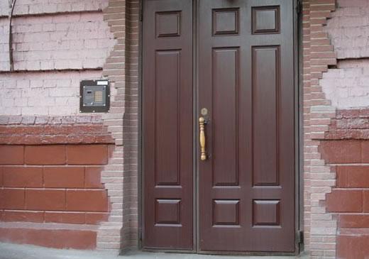 какие входные двери в подъезде называю тихими двери